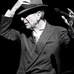 """Leonard Cohen: la historia del """"susurro"""" más seductor y personal de la música"""